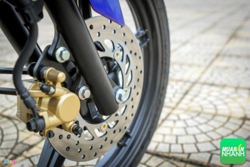 Mẫu xe côn tay 150 phân khối của Yamaha được trang bị phanh đĩa cả phía trước và sau, vành đúc