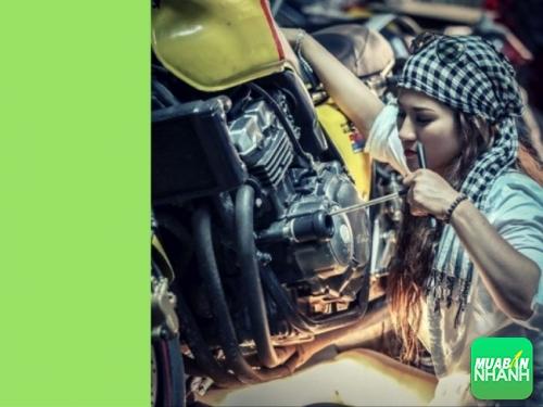 Chiêu xử lý xe máy khó nổ vì bị sặc xăng