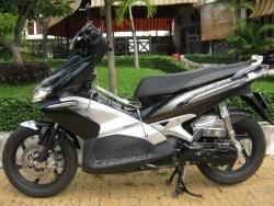 Nên mua xe máy cũ Yamaha Grande hay Honda Air Blade?