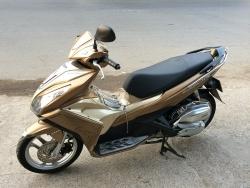 Xe máy Yamaha Grande và xe máy Honda Air Blade: xe nào được lòng người dùng hơn?